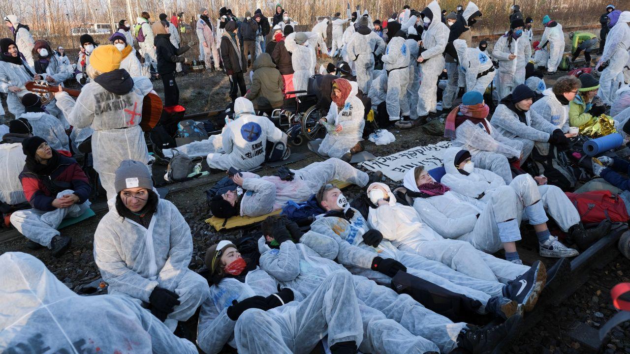 Ekolodzy zapowiadają, że akcja protestacyjna potrwa kilka dni (fot. Christian Mang/Reuters)