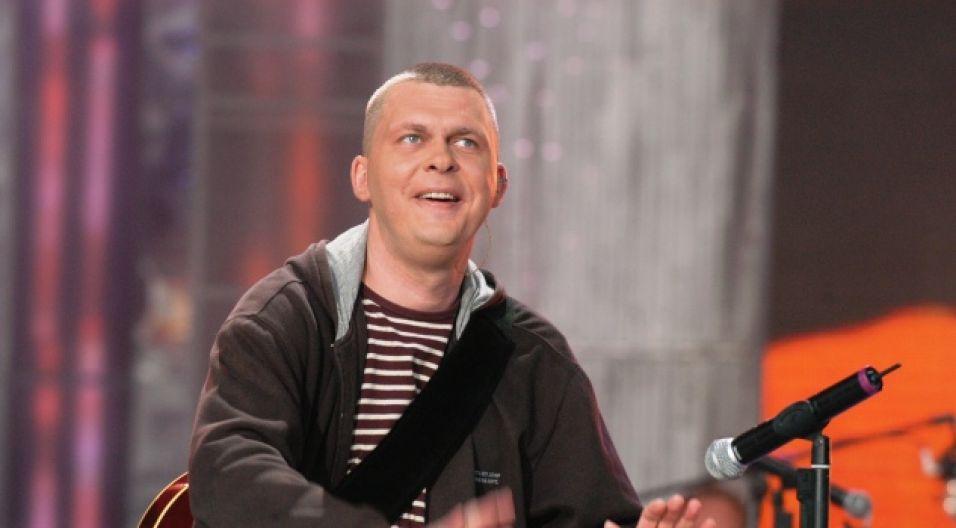 Adam Nowak z zespolu Raz, Dwa, Trzy (fot. TVP)