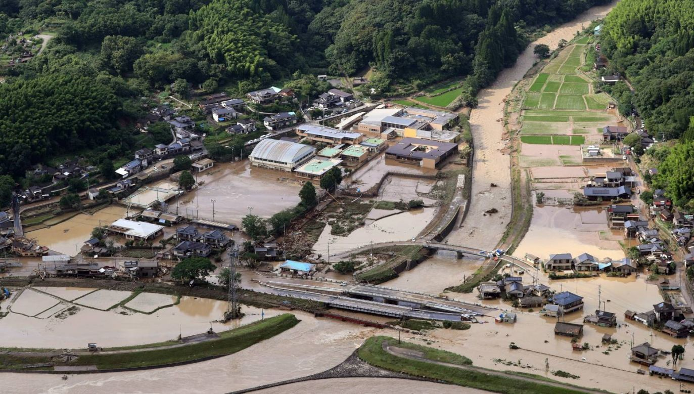 Gwałtowne powodzie dotknęły południe Japonii (fot. PAP/EPA/JIJI PRESS)
