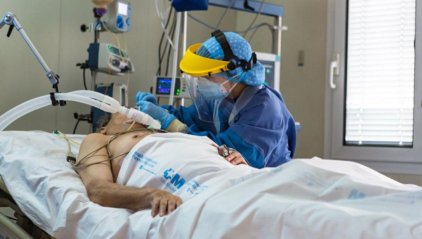 Wysoki poziom zajętych łóżek w szpitalach w Hiszpanii (fot. David Benito/Getty Images)