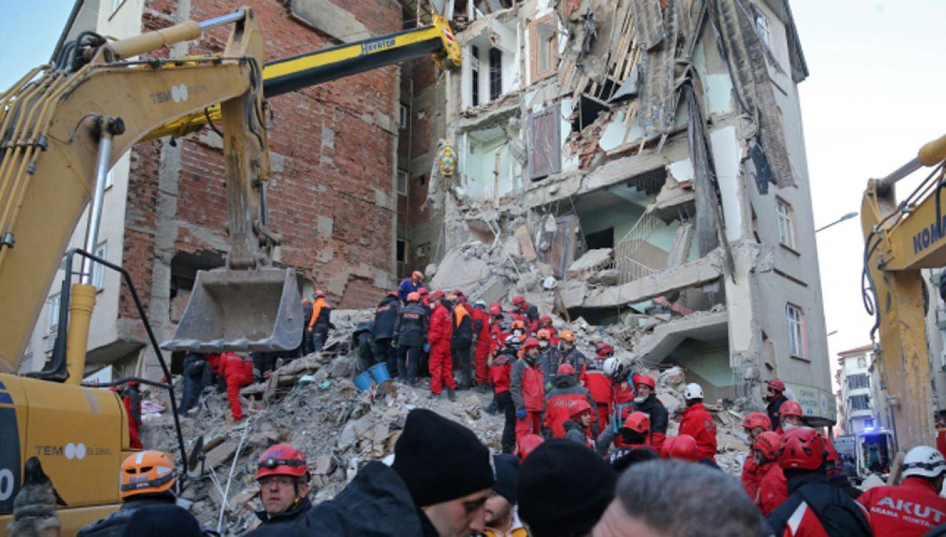 80 budynków zawaliło się, a 645 domów zostało poważnie uszkodzonych (fot.PAP/EPA/STR)