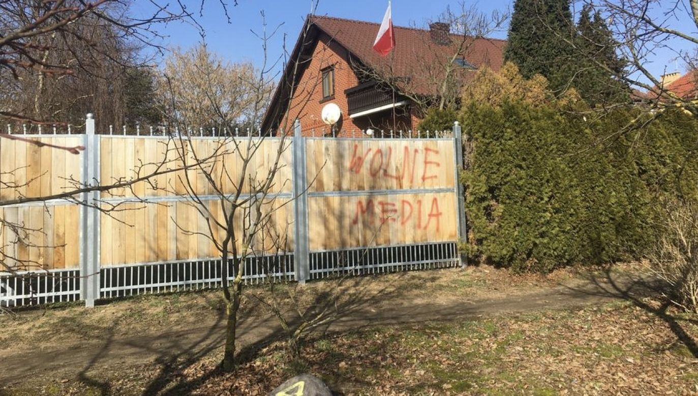 Zdewastowano płot radnego PiS w Obornikach (fot. FB/ Wiesław Bartkowiak)