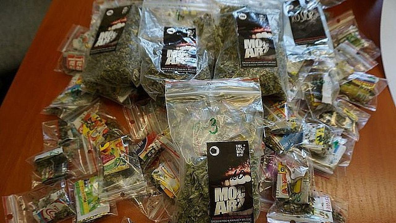 Dopalacze uważane są za znacznie bardziej szkodliwe od tradycyjnych narkotyków (fot. policja)
