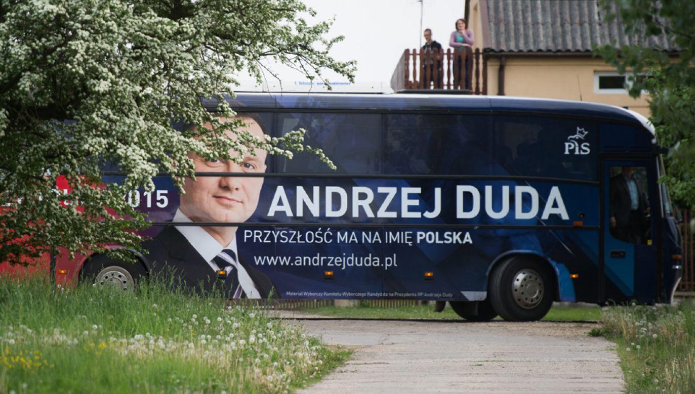 Prezydent Andrzej Duda korzystał z DudaBusa podczas poprzedniej kampanii (fot. arch.PAP/Grzegorz Michałowski)
