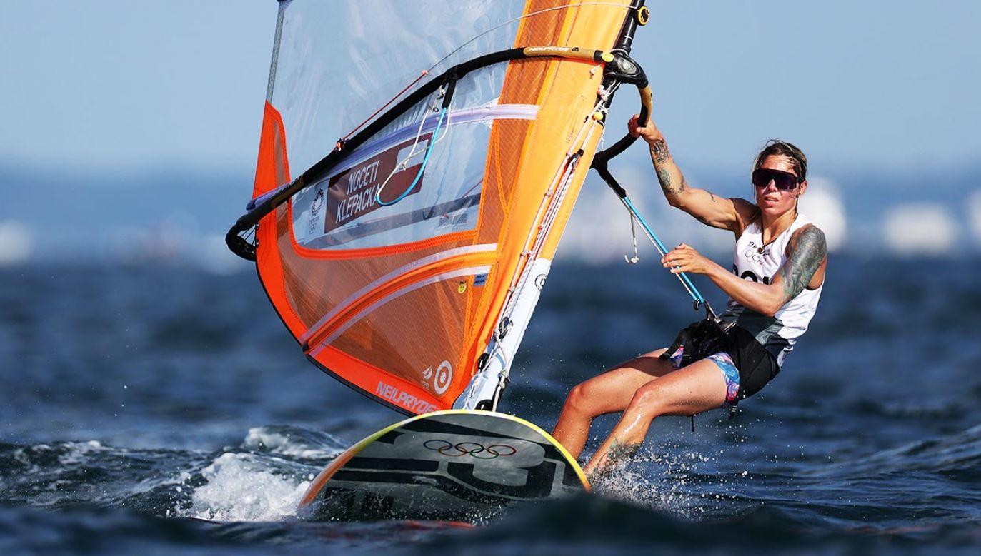 Zofia Klepacka zajmuje drugie miejsce po pierwszym dniu zmagań w windsurfingowej klasie RS:X.(fot. Clive Mason/Getty Images)