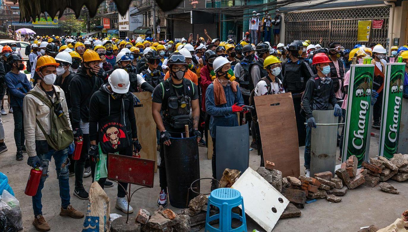 Mimo zagrożenia przeciwnicy puczu w dalszym ciągu manifestują (fot. Stringer/Getty Images)