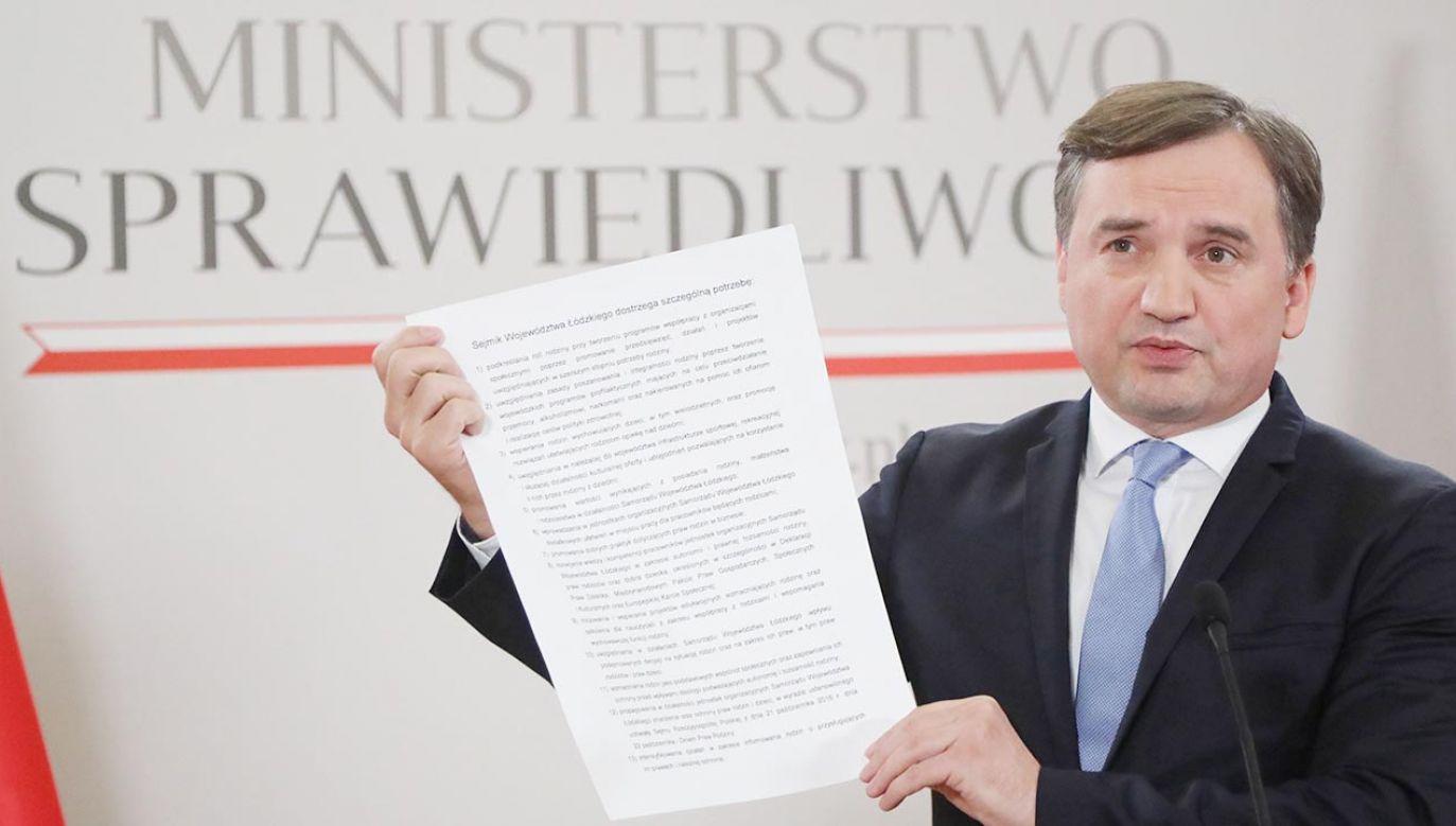 Zbigniew Ziobro o szantażu UE (fot. PAP/Wojciech Olkuśnik)