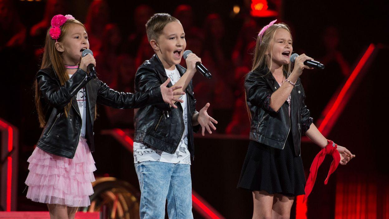 Razem miłość nieznaną próbowali odkryć Nikola, Sebastian i Hania. Zmierzenie się z piosenką Alicji Majewskiej było dla młodych piosenkarzy nie lada wyzwaniem (fot. J. Bogacz/TVP)