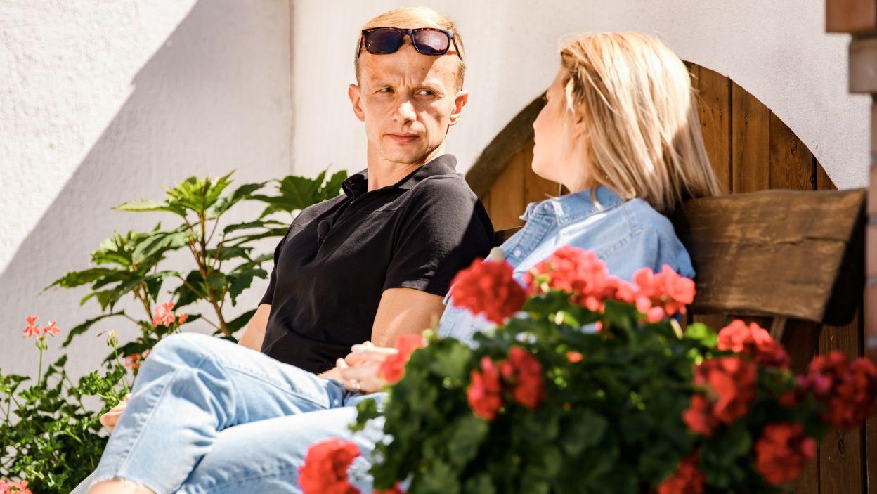 Paweł przeprowadza się do pokoju w drugiej części domu, po to, aby lepiej poznać dziewczyny (fot. TVP)