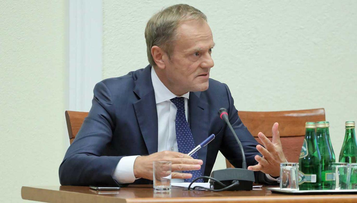 Donald Tusk podczas przesłuchania przed komisją ds. VAT (fot. arch. PAP/Paweł Supernak)