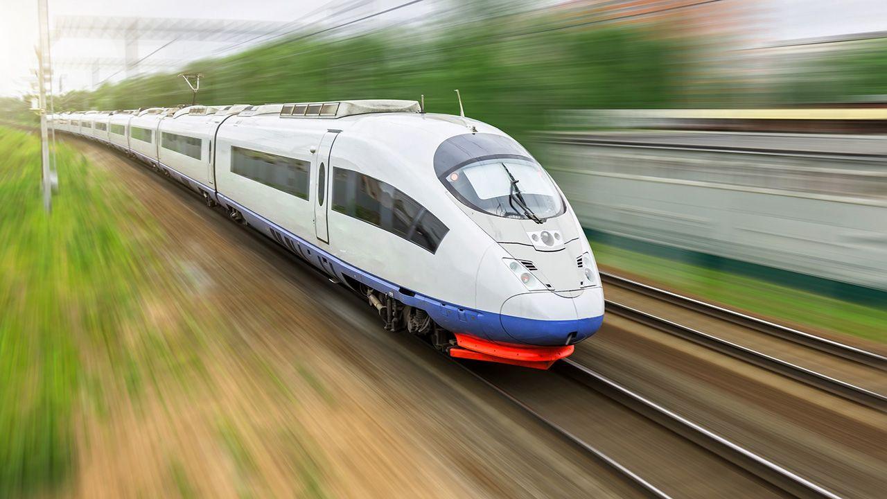 Planowane szybkie połączenie powinno zachęcić jeszcze większe grono ludzi do wyjazdów, odwiedzin sąsiednich miast (fot. Shutterstock/aapsky)