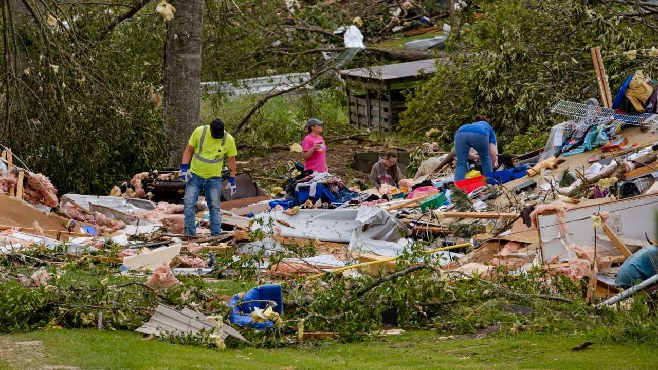 Sezon na tornada zaczyna się w USA wraz z wiosną (fot. PAP/EPA/DAN ANDERSON)