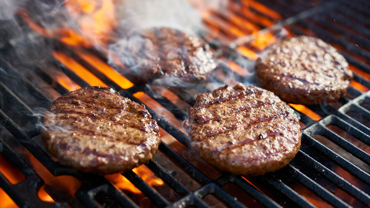Powodem choroby było skażenie mięsa wołowego bakteriami Escherichia coli (fot. Shutterstock/Joshua Resnick)