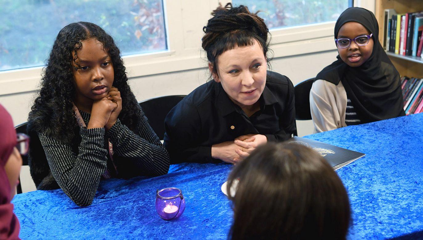 Tokarczuk spotkała się z imigrantami (fot. PAP/EPA/Fredrik Sandberg)