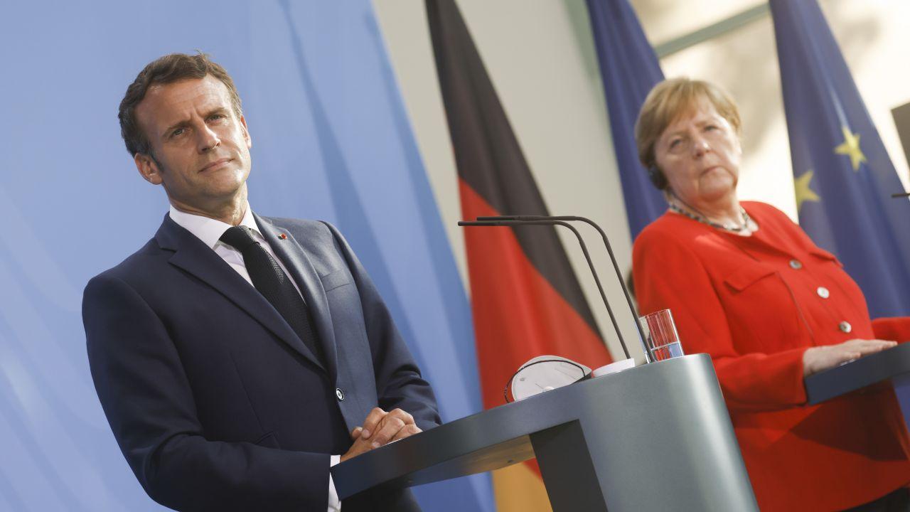 Przywódcy Francji i Niemiec: Emmanuel Macron i Angela Merkel (fot. Axel Schmidt - Pool/Getty Images)