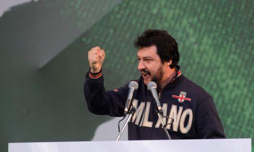 Matteo Salioni, jeszcze jako europarlmentarzysta, podczas mityngu Ligi Północnej w Bergami w kwietniu 2013 roku. Fot. Fot. Pier Marco Tacca/Getty Images