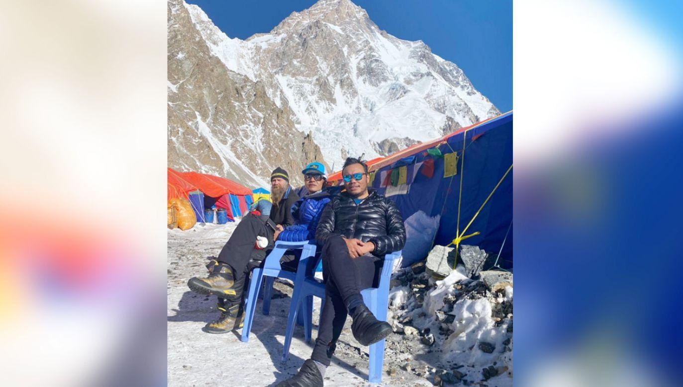 Wszyscy zdobywcy szczytu są już w bazie (fot. Facebook/Chhang Dawa Sherpa)