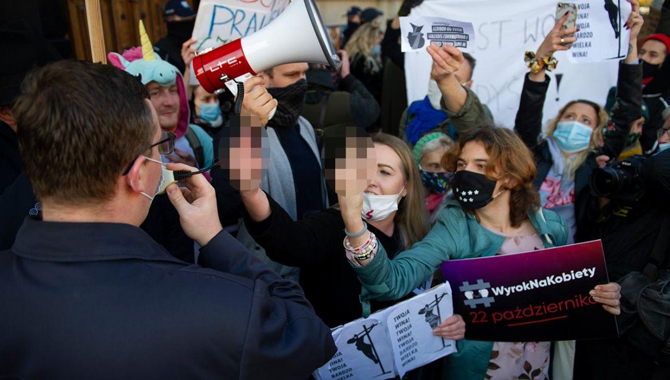 """""""W Polsce każdy musi respektować obowiązujące przepisy bez względu na swoje poglądy i przekonania"""" (fot.  Aleksander Kalka/NurPhoto via Getty Images)"""