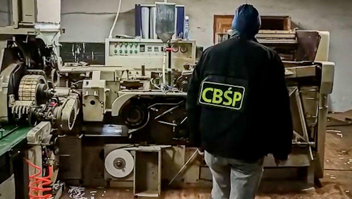 Likwidacja fabryki podrabianych papierosów (fot. CBŚP)