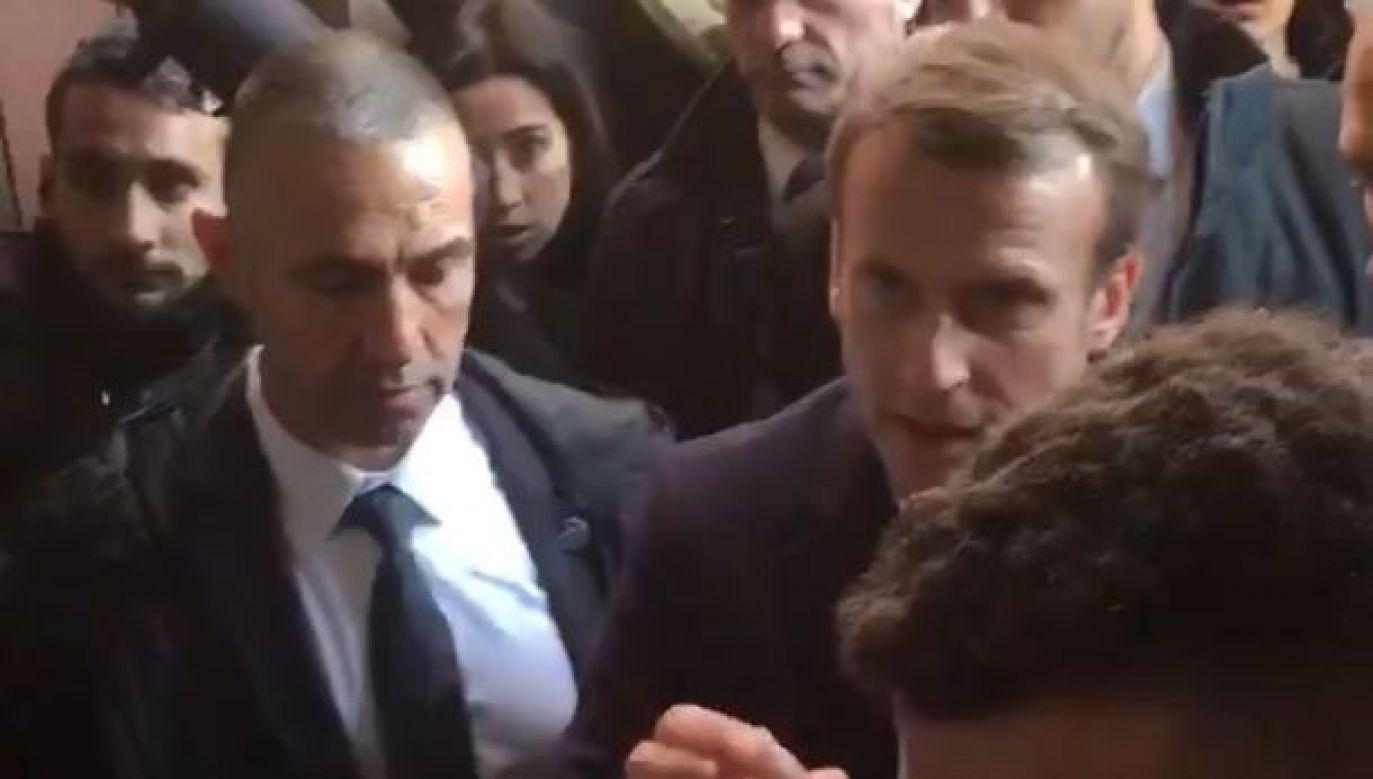 Prezydentowi Francji nie spodobało się zachowanie ochrony (fot. Twitter)