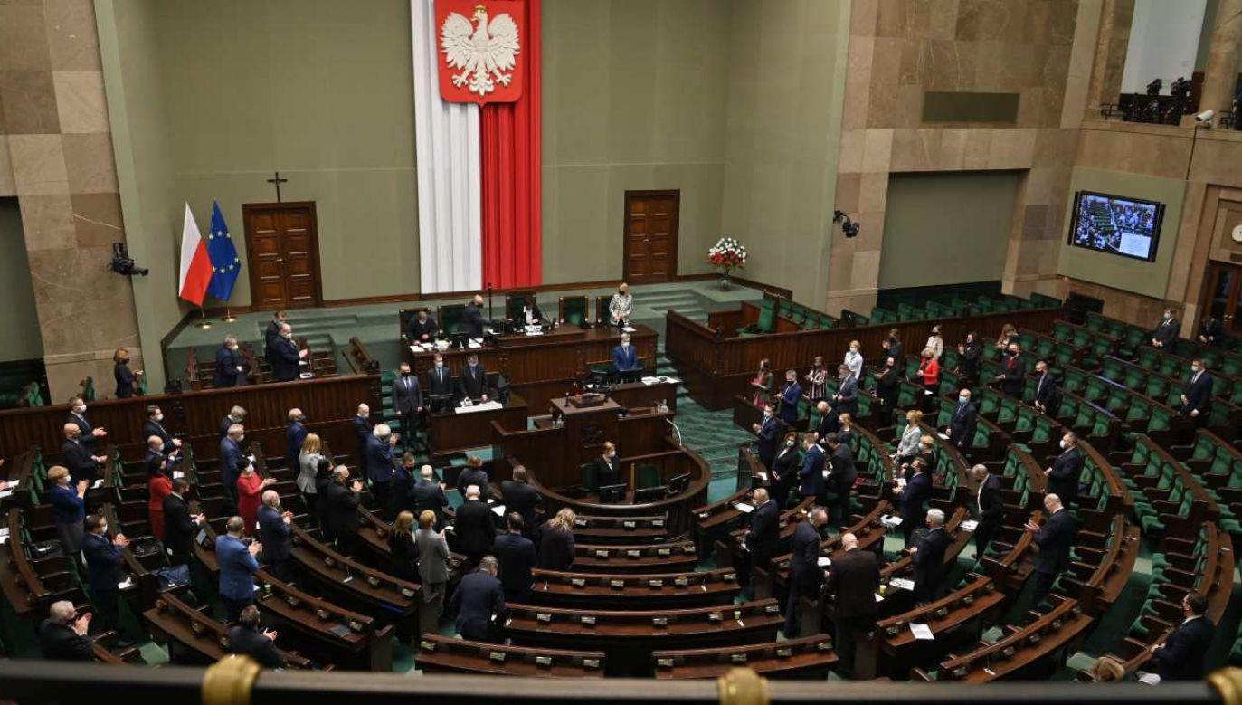Sejm podejmuje uchwały (fot. Twitter/Sejm)