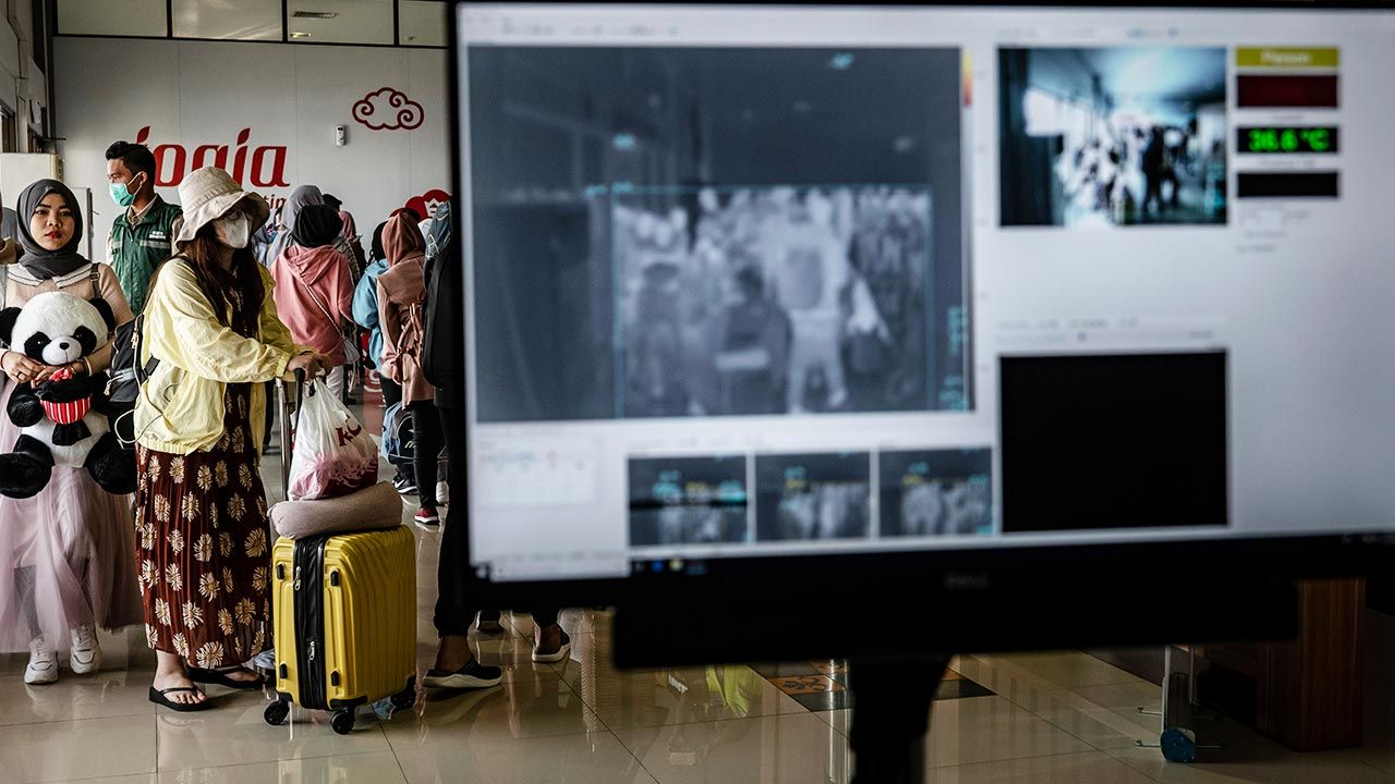 Przebrał się za żonę i wsiadłdo samolotu (fot. Ulet Ifansasti/Getty Images, zdjęcie ilustracyjne)