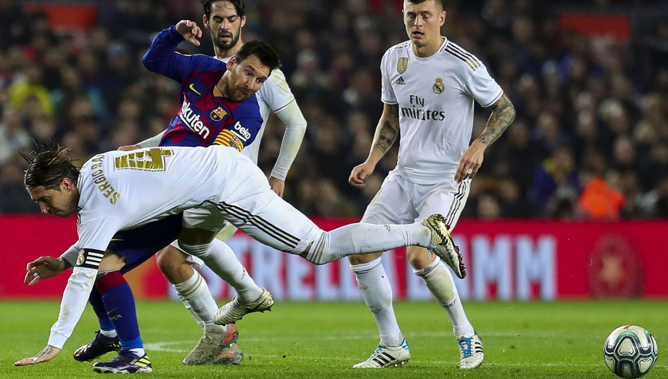 W niedzielę Real podejmuje Barcelonę w Gran Derbi (fot. Adria Puig/Anadolu Agency via Getty Images)