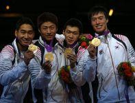 Koreańczycy K. Jung-Hwan, W. Woo-Young, G. Bon-Gil i O. Eun-Seok – drużynowi mistrzowie olimpijscy w szabli (fot. Getty Images)