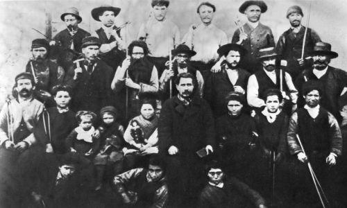 Grupa paryskich robotników uczestniczących w Komunie Paryskiej w 1871 f. Fot. Art Media / Print Collector / Getty Images