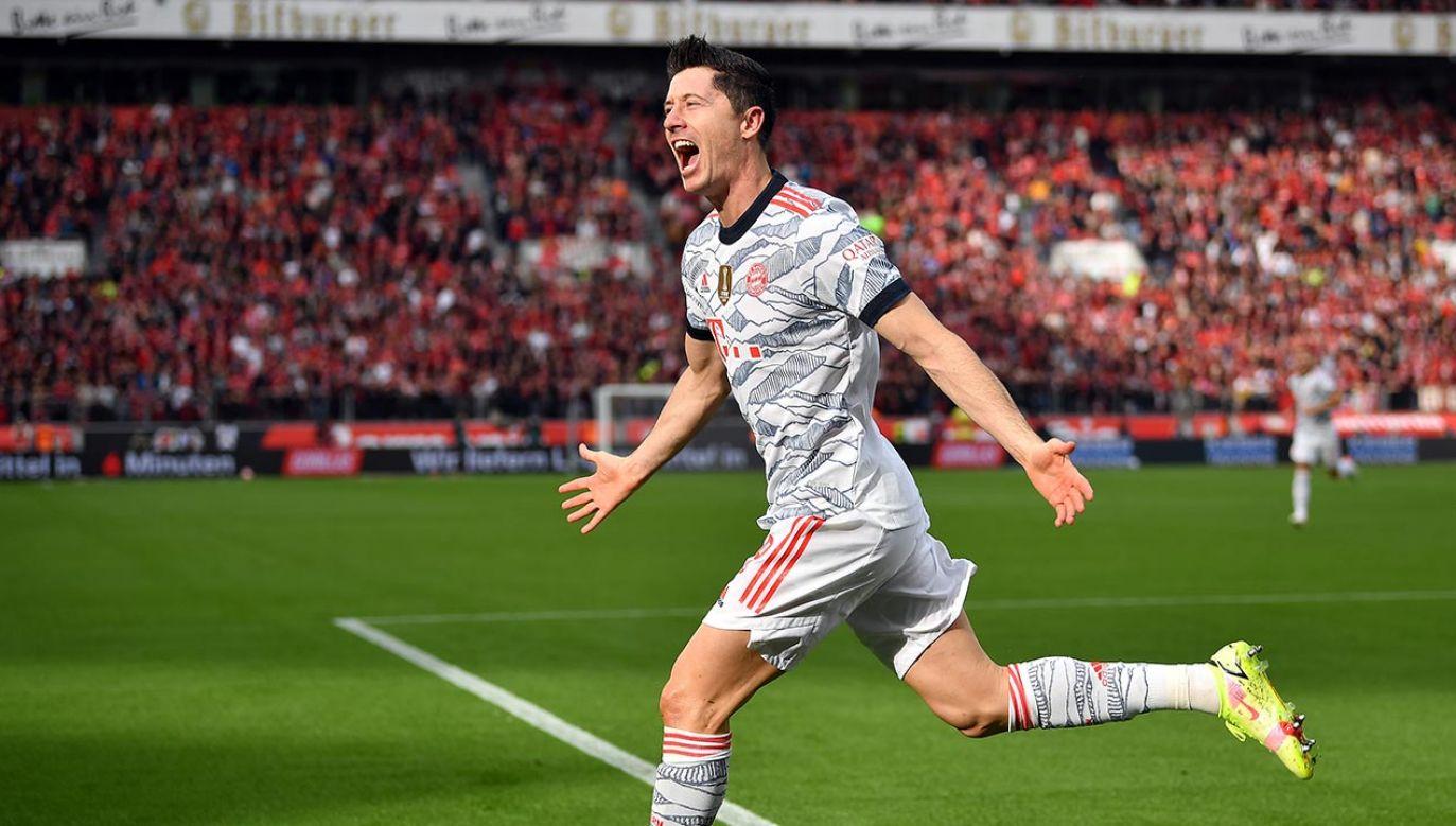 Robert Lewandowski zdobył dwie bramki w meczu z Bayerem Leverkusen (fot. Lukas Schulze/Getty Images)