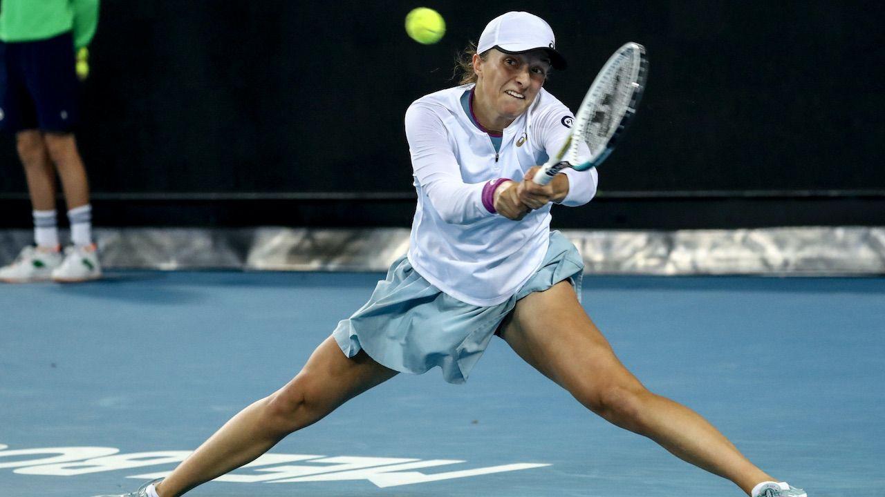 Iga Świątek odniosła kolejne zwycięstwo w Australian Open (fot. PAP.EPA/JASON O'BRIEN)