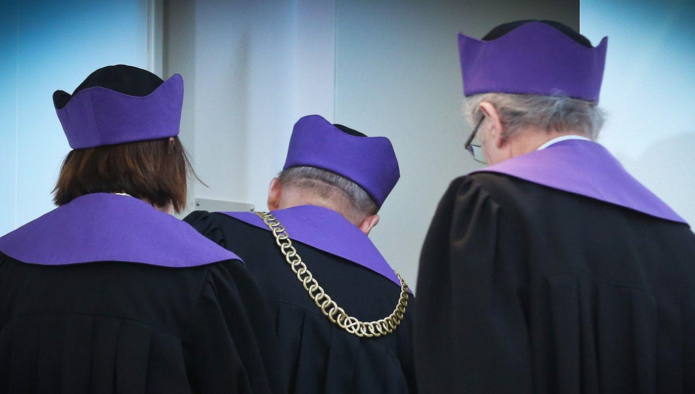 Sędziowie będą mieli obowiązek oświadczenia, w jakich stowarzyszeniach i fundacjach działają, oraz do jakich partii należeli  (fot. arch. PAP/Rafał Guz)
