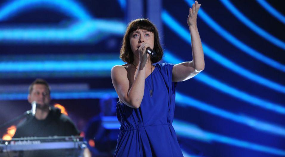 Artyście na scenie towarzyszyła Natalia Przybysz (fot. N. Młudzik/TVP)