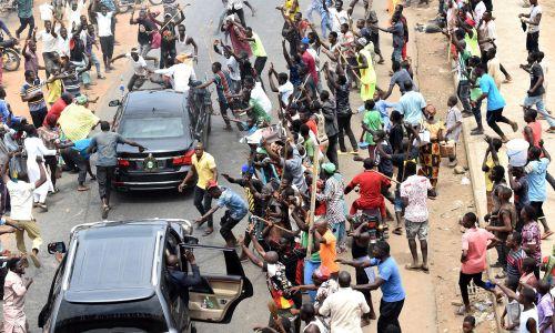 Ludzie w Abudży świętują reelekcję kandydata Muhammadu Buhariego, kandydata APC, na prezydenta Nigerii, 27 lutego 2019 roku, dzień po ogłoszeniu wyników wyborów. Buhari uzyskał 56 procent głosów. Jego All Progressives Congress zdobył 15,2 miliona głosów, w porównaniu z 11,3 milionami głosów Partii Ludowo-Demokratycznej rywala obecnego prezydenta – Atiku Abubakara. Fot. PAP/EPA / STRINGER