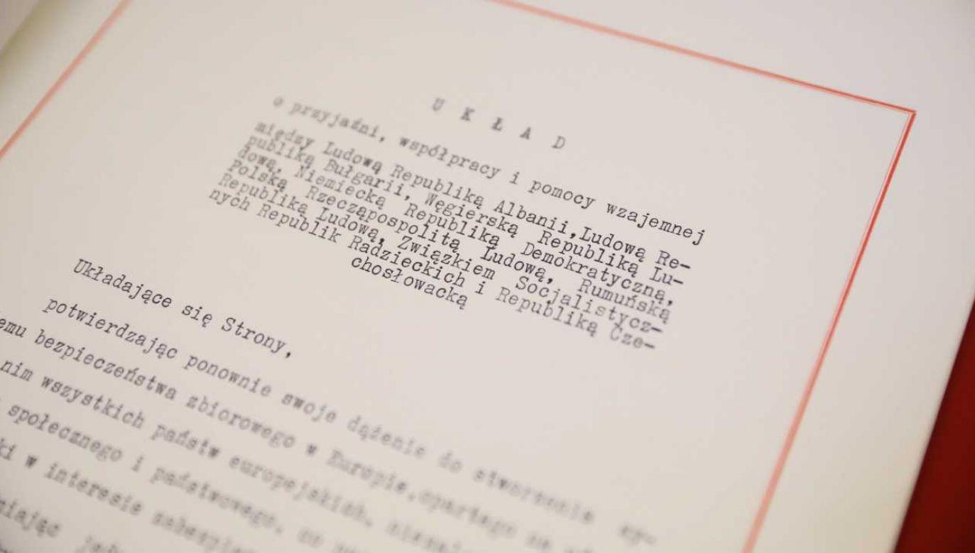 Dokument był przechowywany w archiwum MSZ (fot. PAP/Leszek Szymański)