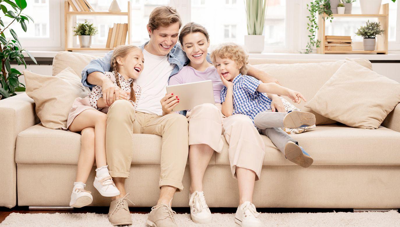 Dodatkowy zasiłek opiekuńczy wydłużony do 9 maja (fot. Shutterstock)