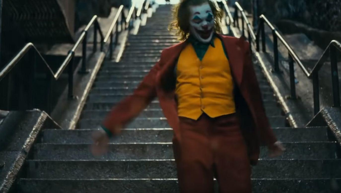 Joaquin Phoenix w roli Jokera (fot. YT/BATJAX)