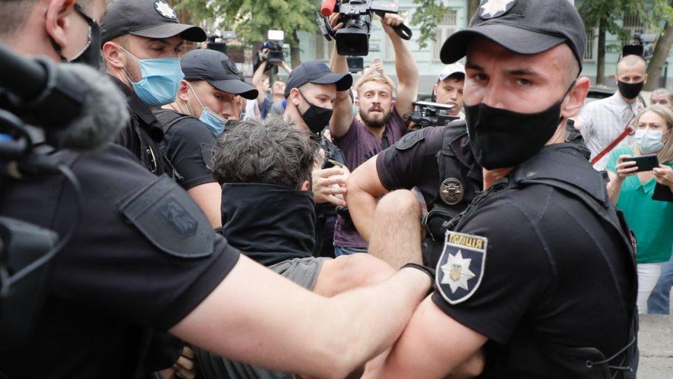 """""""Pełne przemocy wydarzenia budzą poważny niepokój"""" – stwierdza KPRM (fot. PAP/EPA/SERGEY DOLZHENKO)"""