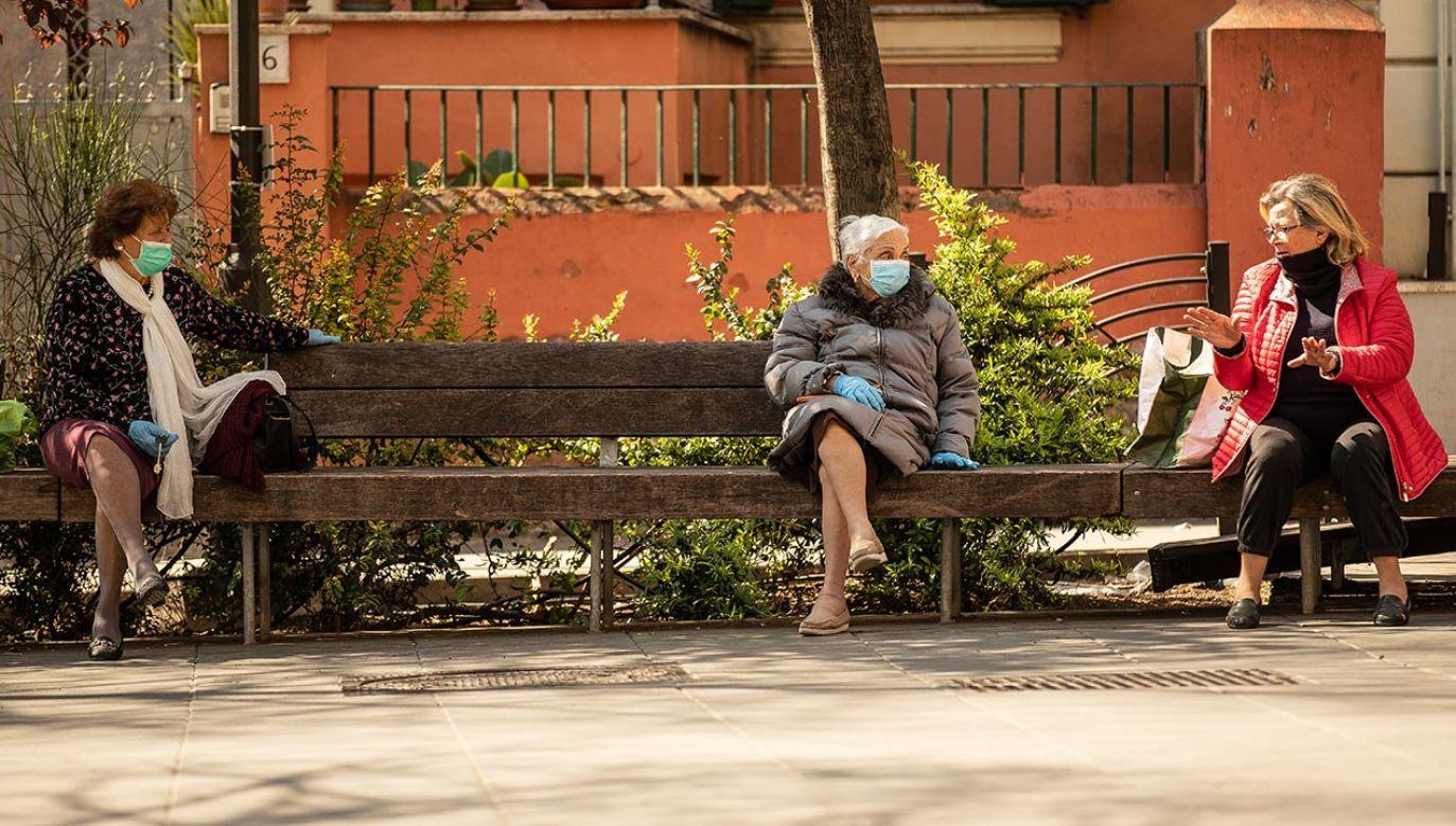 Zakaz, który ukazał się w dekrecie opublikowanym w poniedziałek, ma na celu zniechęcenie mieszkańców do zgromadzeń (fot. Andrea Pirri/NurPhoto via Getty Images)