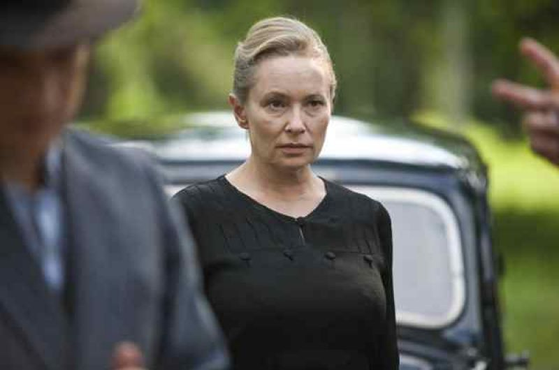 Przy pomocy sfałszowanych dokumentów doktor Marię udaje się wywieźć z rezydencji gubernatora (fot. Monika Zielska)