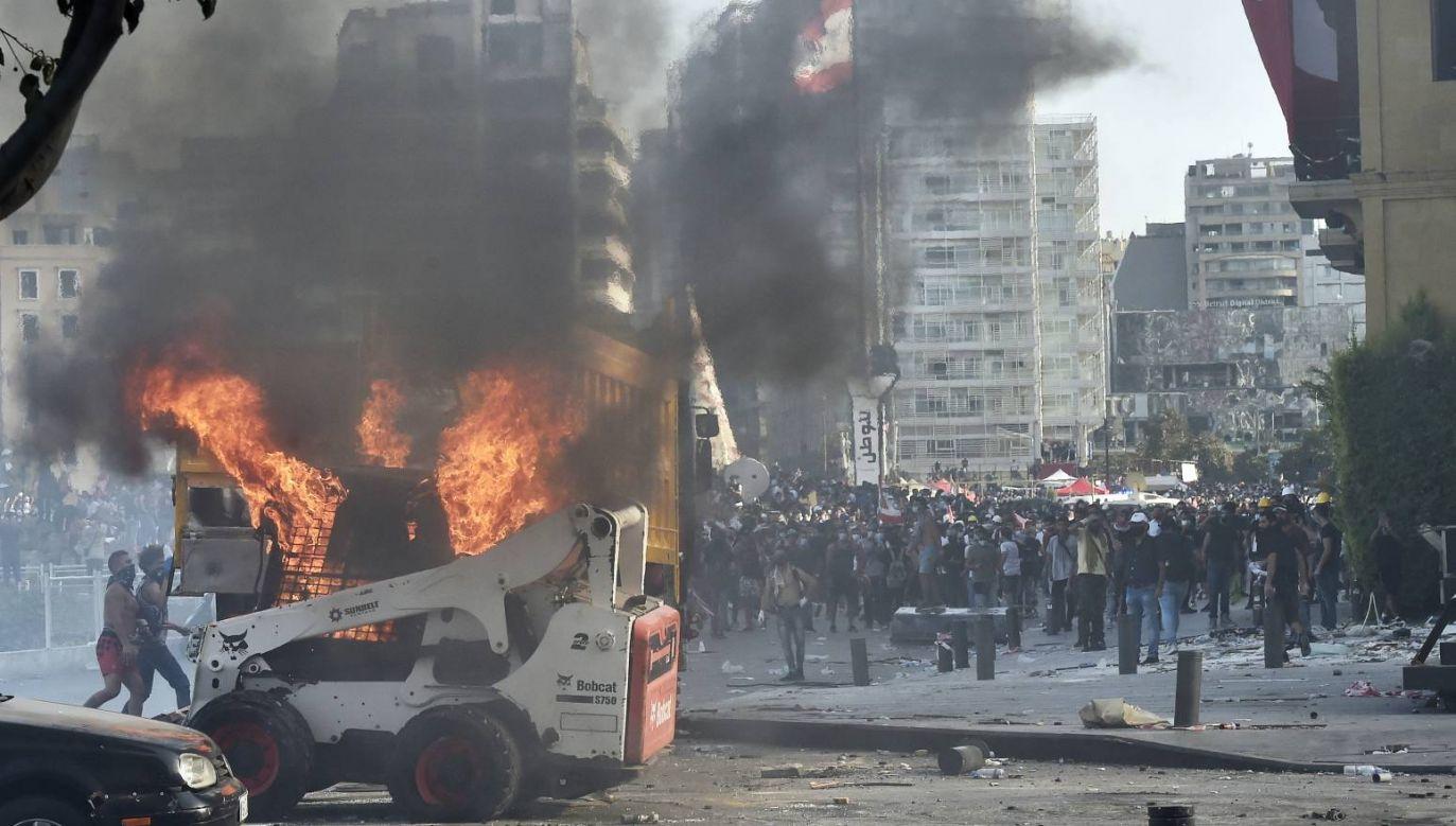 W walkach zginął jeden policjant, a ponad 200 osób odniosło rany (fot. PAP/EPA/WAEL HAMZEH)