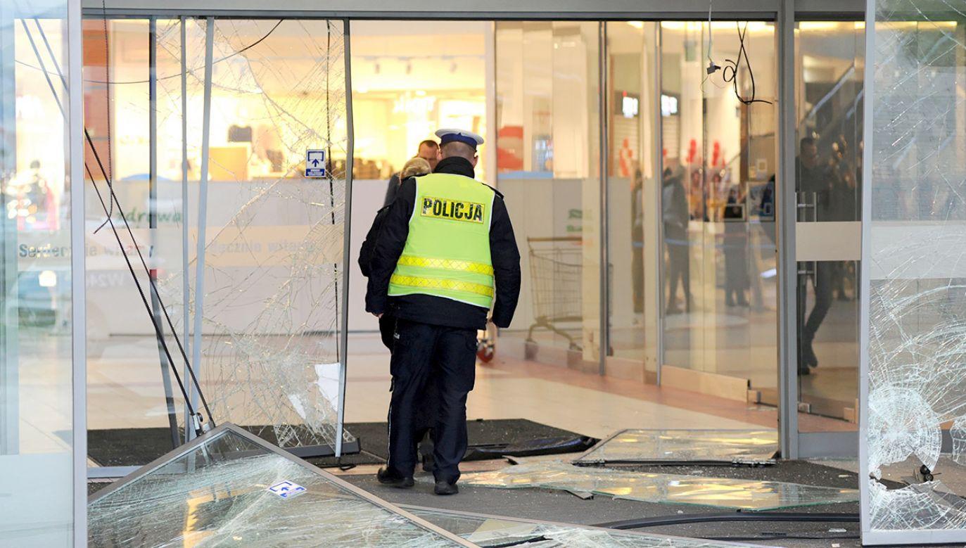 Nie ustalono jeszcze, jakie straty poniósł jubiler (fot. PAP/Marcin Bielecki)