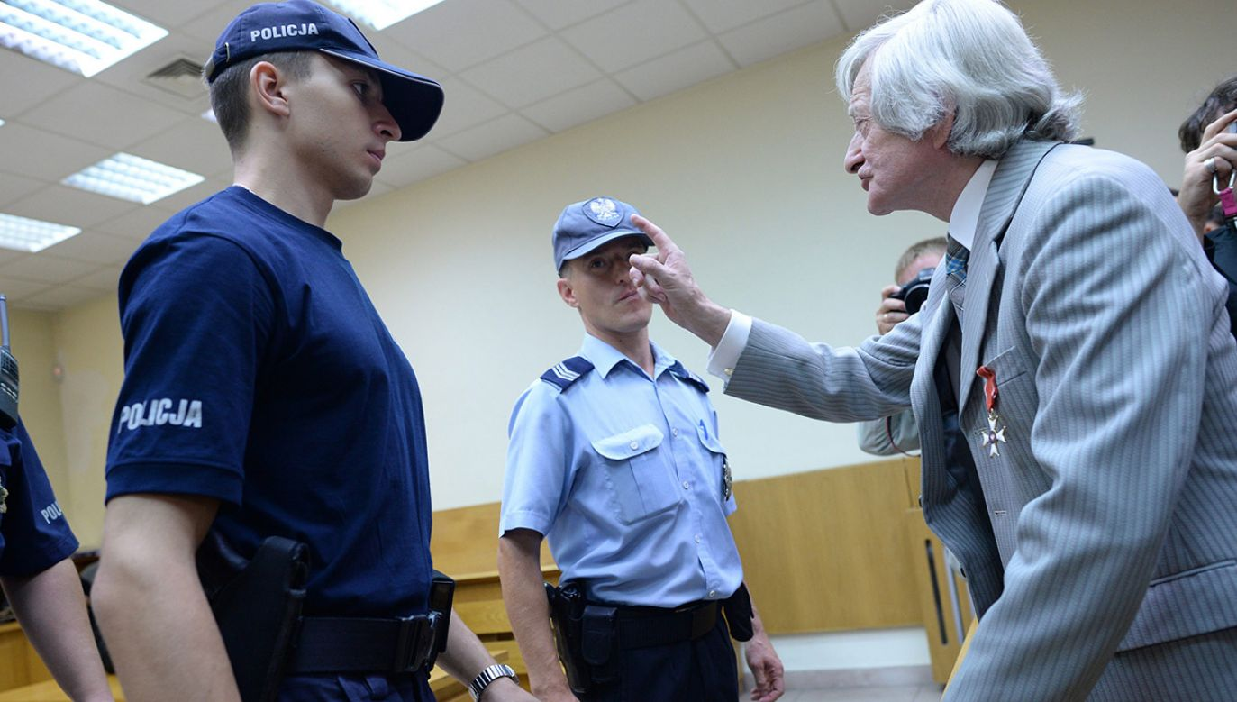 Fakt.pl opublikował zdjęcie Fatygi z czarnym prostokątem na wysokości oczu i podpisem, z którego wynikało, że był on stalinowskim sędzią  (fot. arch.PAP/Jacek Turczyk)