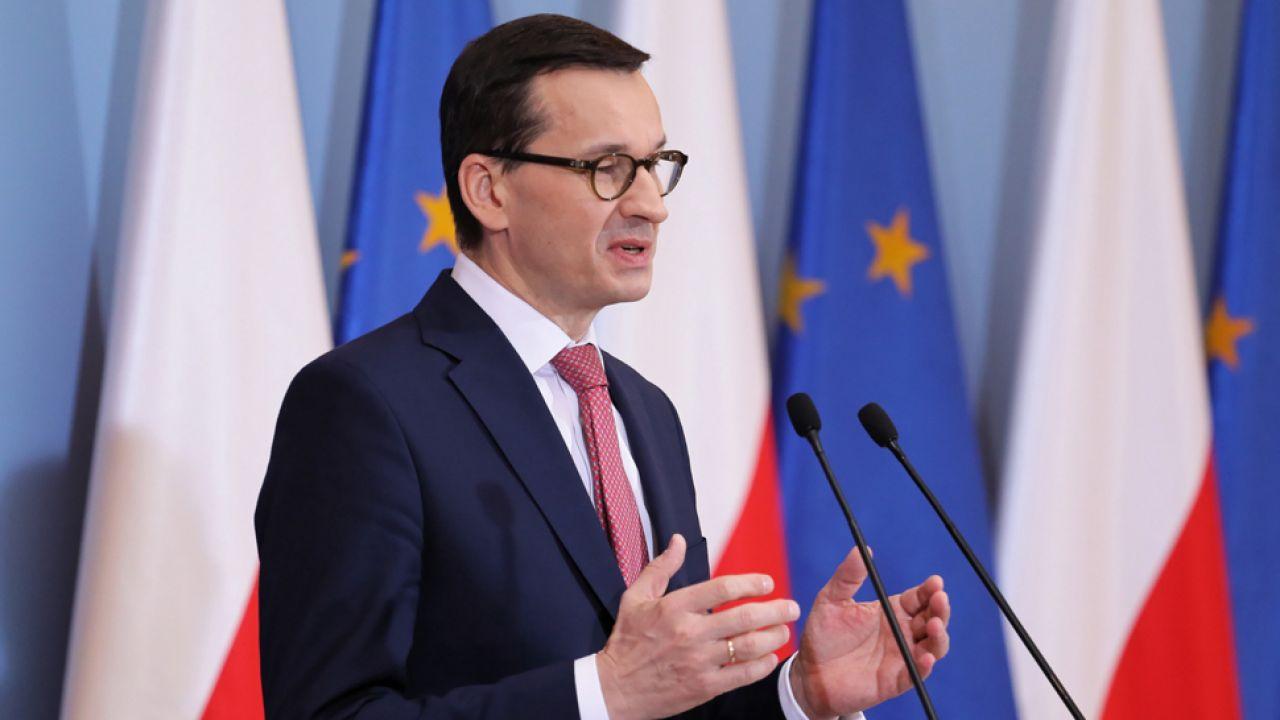 """Premier wskazał, że poprzez uszczelnienie podatku rząd ma środki m.in. na """"piątkę PiS"""" (fot. PAP/Paweł Supernak)"""